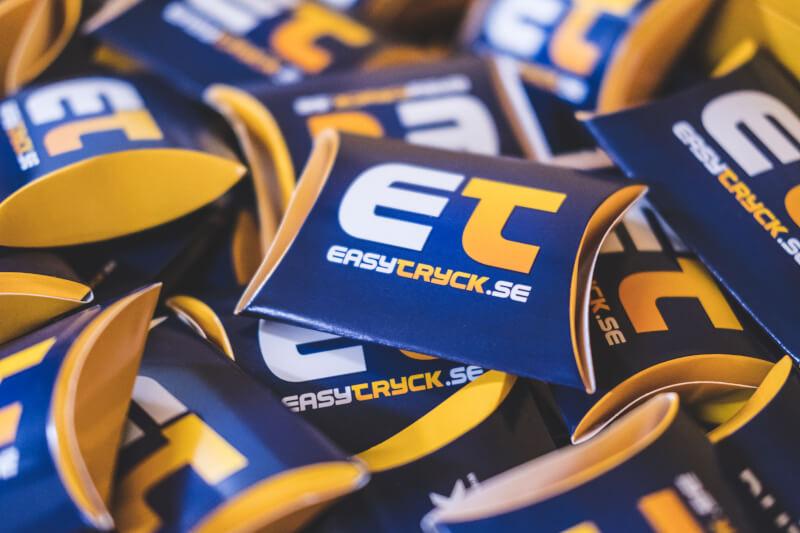 Putsdukar med Easytryck-logo. Perfekt som gåva till kunder och besökare