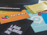 Ett antal visitkort i olika material gjorda med flertalet trycktekniker