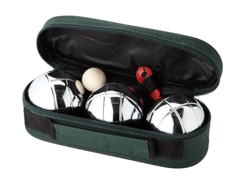 Bild på ett bouleset med 3 bollar